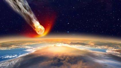 Atmosfere giren meteor, sürtünmenin etkisi ile yanar.